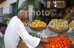 Egypt, El Quesir, fruit market