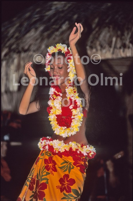 French Polynesia, Society islands, Tahiti, dancer (40-8) bis JPG copy