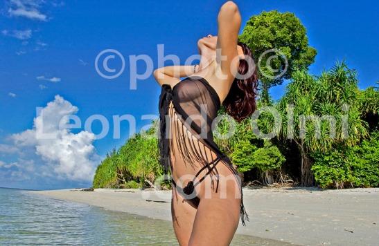 Malaysia, Borneo, Mataking Island, girl on the beach DSC_8702 bis2 copy