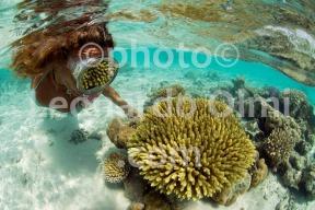 Maldives, Laamu atoll, coral reflection on model mask DSC_4382 TIF copia copy