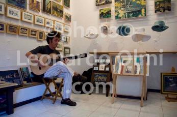 Croatia, Vis island, Komiža, souvenir shop, guitar player DSC_6515 TIF copia copy