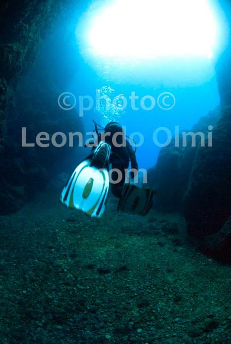 Croatia, Vis island_underwater, cave, diver DSC_9050 TIF copia copy