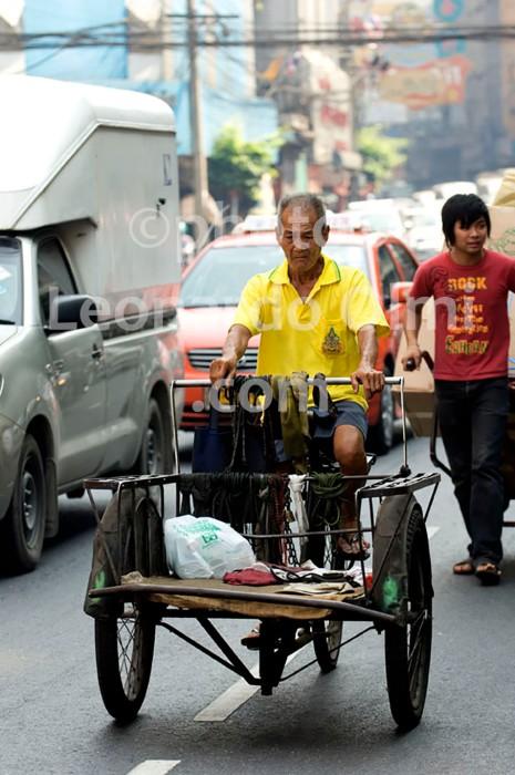 Thailand, Bangkok, China Town, man on bike DSC_4192 TIF copia copy